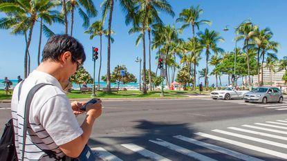 6.000 doden per jaar in VS: smartphone vanaf nu taboe op zebrapaden Hawaï