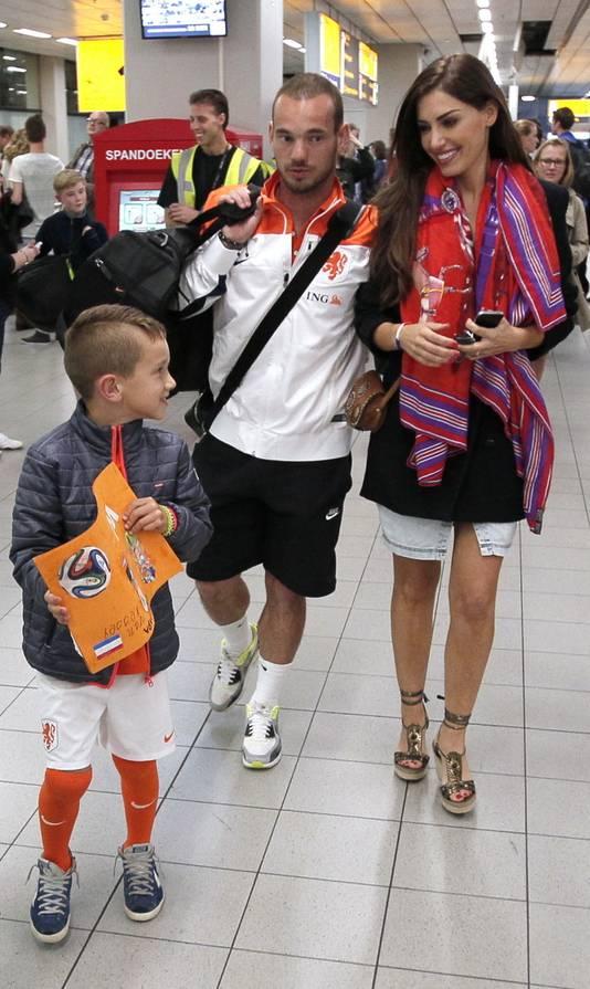 Wesley en Yolanthe met Jessey op Schiphol, vorig jaar.