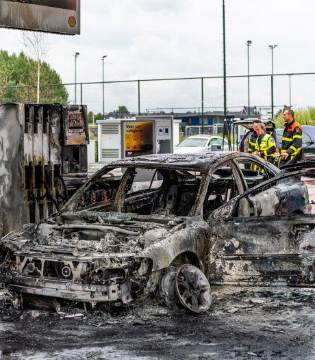 Auto vermoedelijk in brand gestoken bij tankstation in Tilburg, man gewond naar ziekenhuis