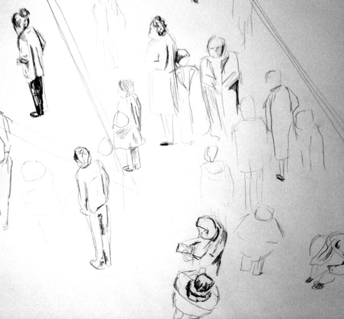 Sommige mensen lopen heel vluchtig overal langs, en  anderen zijn juist ergens heel erg geboeid. Die mensen kon ik gedetailleerder tekenen, in tegenstelling tot de mensen die de werken voorbij vlogen.