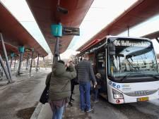 Ergernis over laten staan van reizigers bij volle bus