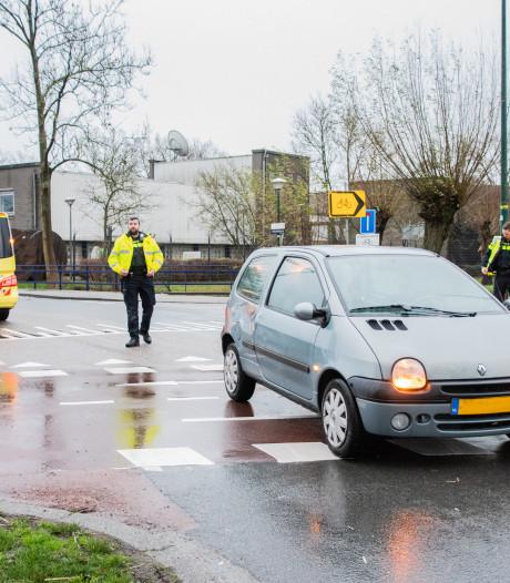 Borden geplaatst op Voltaweg om veranderde verkeerssituatie aan te geven