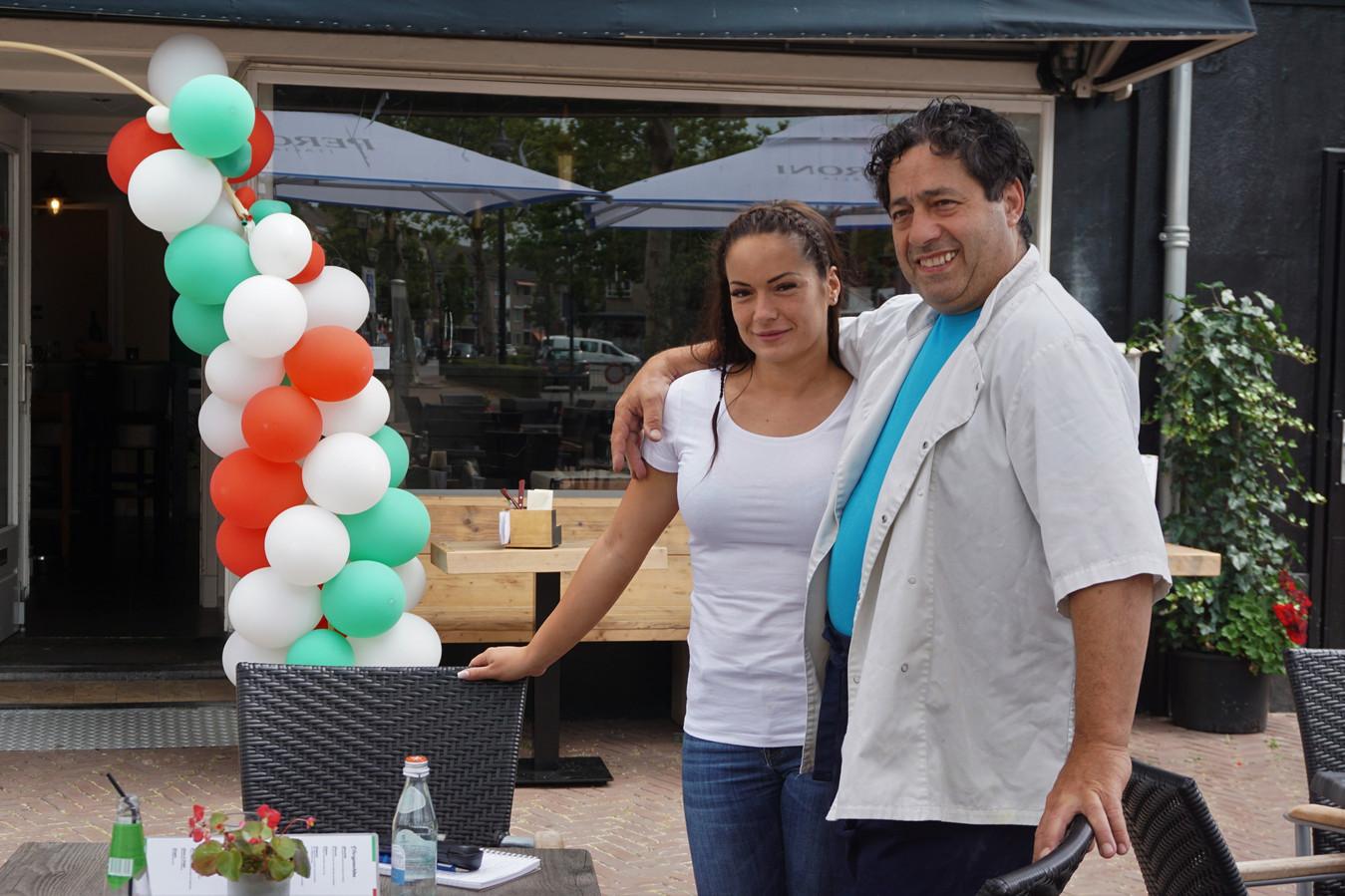 Sergio en Elisa Liguori voor het nieuwe Italiaanse restaurant Pummarò op het Sint Trudoplein in Eindhoven.