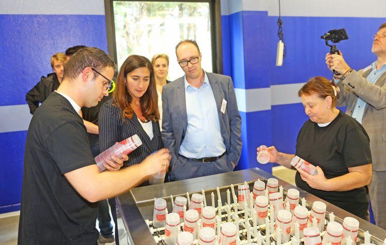 Vlaams minister Zuhal Demir bracht vanmiddag een bezoek aan de nieuwe wasstraat in Asse.