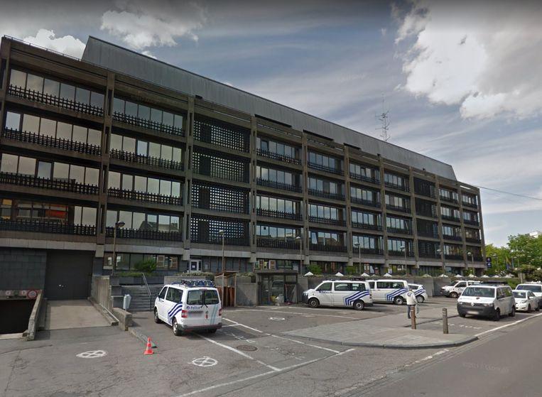 Het politiekantoor in de Rue Natalis in Luik werd maandag doorzocht door leden van de gerechtelijke politie van Luik.