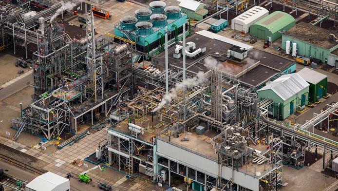 De chemische fabriek van DuPont in Dordrecht.