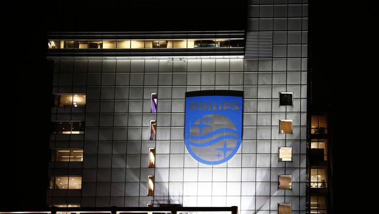 Het logo van Philips op het hoofdkantoor van het bedrijf in Amsterdam. Beeld ap