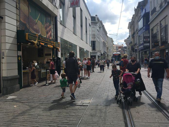 Op de koopzondag liep er wel veel volk in de stad, ook in de Veldstraat