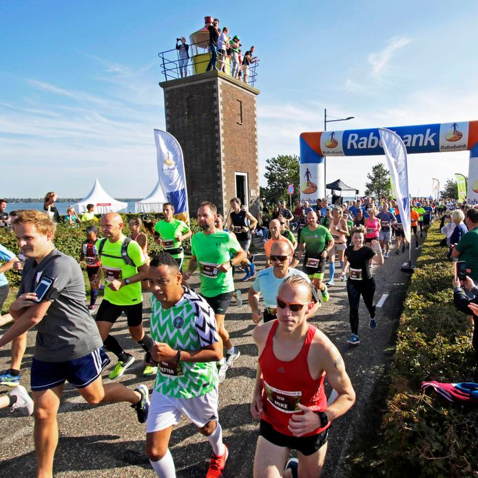 Willemstad ; Vestingloop       foto: Pix4profs/Gerard van Offeren start van de halve marathon