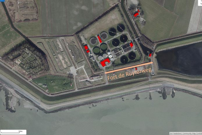 Alleen het stukje oranje streep mag nog Fort de Ruyterweg heten. Het wegdeel langs het Fort De Ruyter en naar het voormalige campingterrein links, is sinds de verhuizing van Zeelandia naar de Schone Waardin overbodig.
