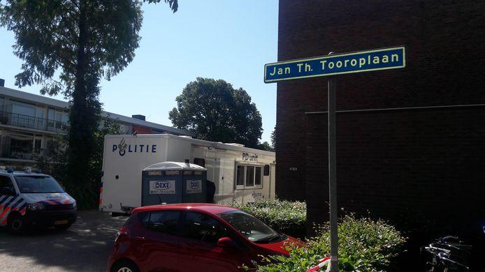 De flat aan de Jan Th. Tooropstraat in Ede waar dinsdagavond een dode vrouw werd gevonden.