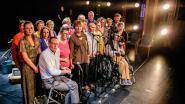 """Theater met mensen met jongdementie doorbreekt taboe: """"Wees niet bang en laat ons niet vallen"""""""