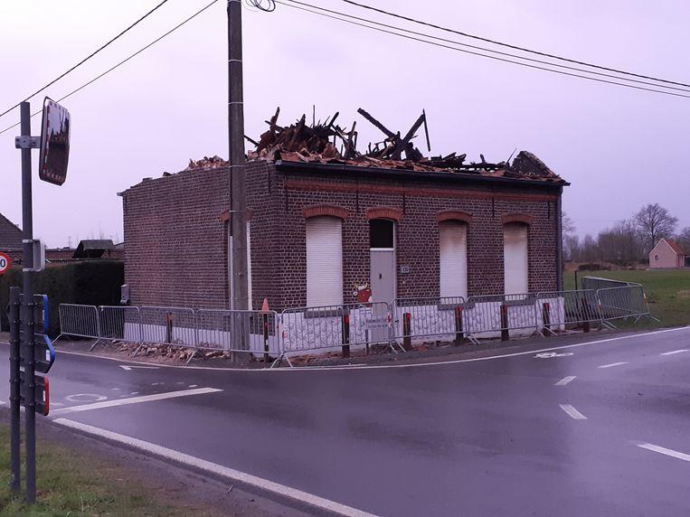 De bovenste verdieping van de woning raakte zwaar beschadigd.