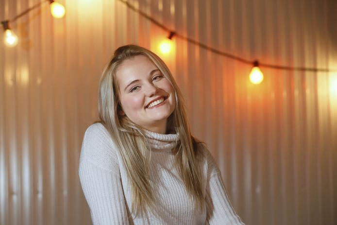 22-11-2016 : Utrecht. De Nederlandse Zangeres Laura van den Elzen (Gemert) is populair in Duitsland na 2e plaats in Duitse talentenshow . Ze treedt een paar keer op tijdens de Margriet winterfair Foto: Ruud Voest