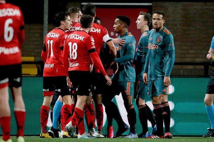 Helmond Sport probeerde a la Getafe de wedstrijd tegen Jong Ajax te ontregelen, maar dat lukte uiteindelijk niet. Het eindigde uiteindelijk in 0-2.