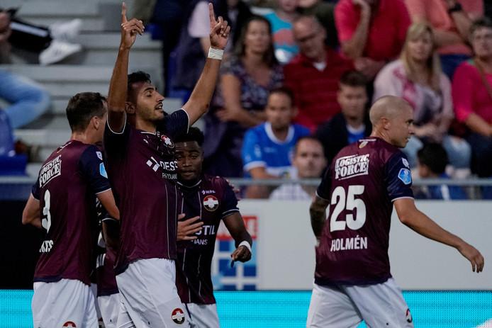 Vangelis Pavlidis viert zijn goal met  Mario Vrousai, Jordens Peters, Che Nunnely en Sebastian Holmen