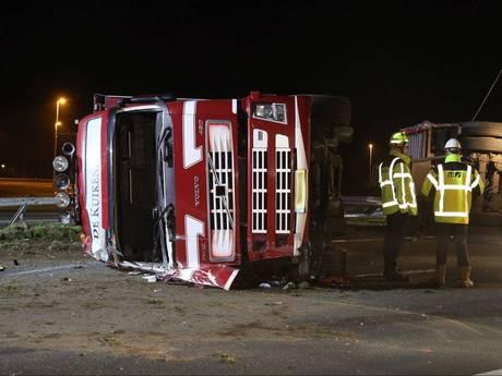 VIDEO: A50 bij Sint-Oedenrode weer vrij na ongeluk met kippentransport