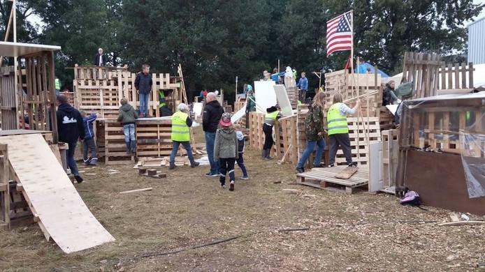 Op het nieuwe terrein wordt aan 28 hutten gewerkt.