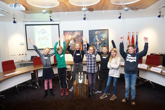 De zeven kandidaten beleefden een spannende middag in de raadszaal van het gemeentehuis in Wissenkerke.