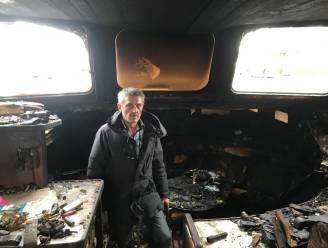 """Woonboot van Danny (59) op enkele minuten volledig uitgebrand: """"Boot zal moeten afgebroken worden, maar ben nu vooral bezig met waar ik ga slapen"""""""