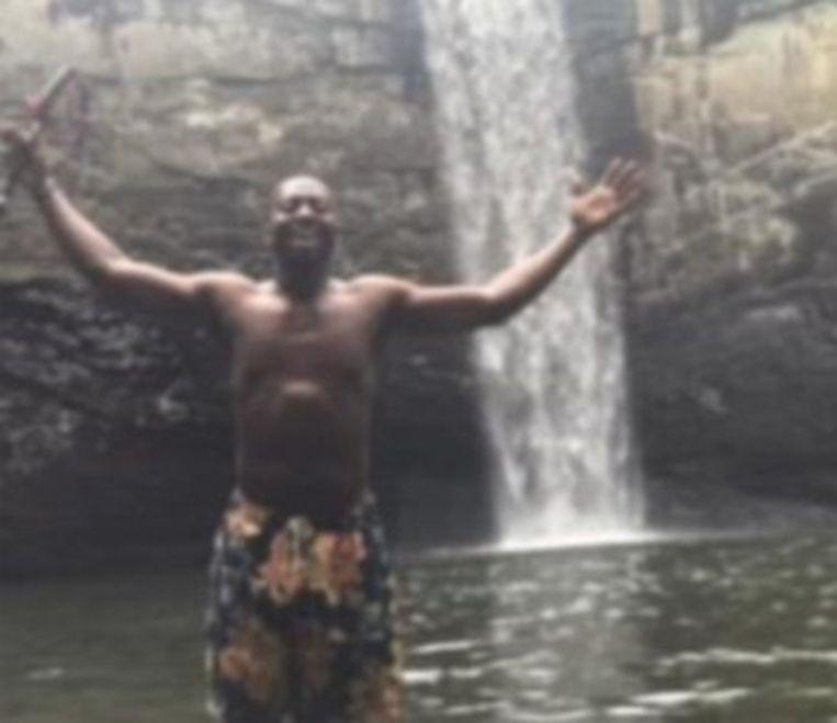 Een vriend fotografeerde Richard voor de waterval in Tennessee.