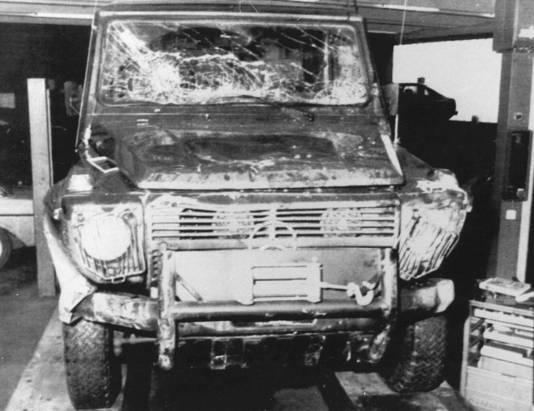 De gehavende Mercedes van Mr. Pieter van Vollenhoven. Archieffoto ANP