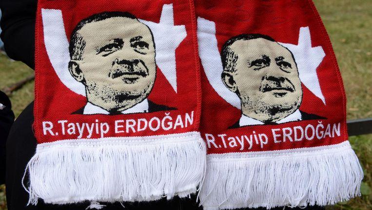 Sjaals met het gezicht van Erdogan. Beeld epa