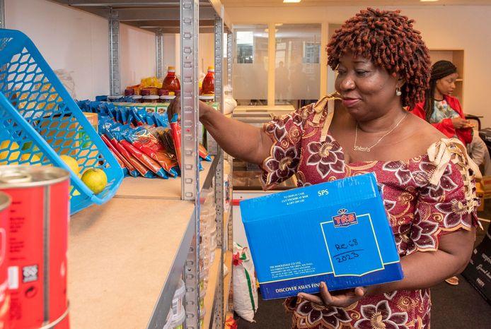 Het is Fatmata Kamera gelukt: na 22 jaar heeft ze haar eigen supermarkt in de Donkerstraat in Harderwijk.