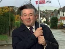 Un politicien britannique interrompu lors d'une interview en direct par de fortes rafales