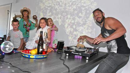 """Dj Bobalicious en gezin fleuren zaterdagavonden in coronatijden op met gelivestreamde houseparty's: """"We feesten met z'n vijven in de tuin, de woonkamer, de auto en zelfs in het toilet"""""""