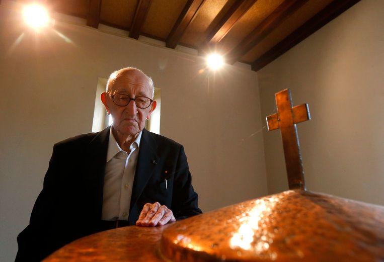 Jacques Clemens is nu de oudste man van het land. De priester is 105 jaar.