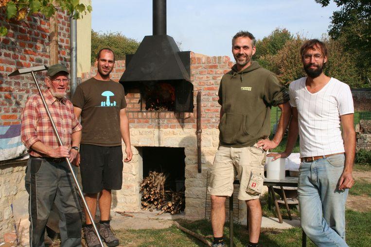 De initiatiefnemers van het project 'Ovenburen' met Geert Clément, Willem-Jan Raddoux, Bart Nicolaes en Michel Dewaele