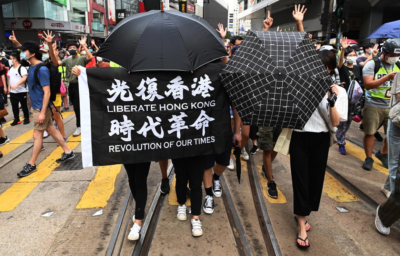 Demonstranten herdenken op 1 juli de 23ste verjaardag van de overdracht van Hongkong door het Verenigd Koninkrijk aan China.
