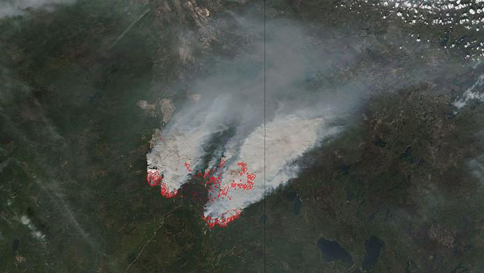 Luchtfoto van de bosbranden.