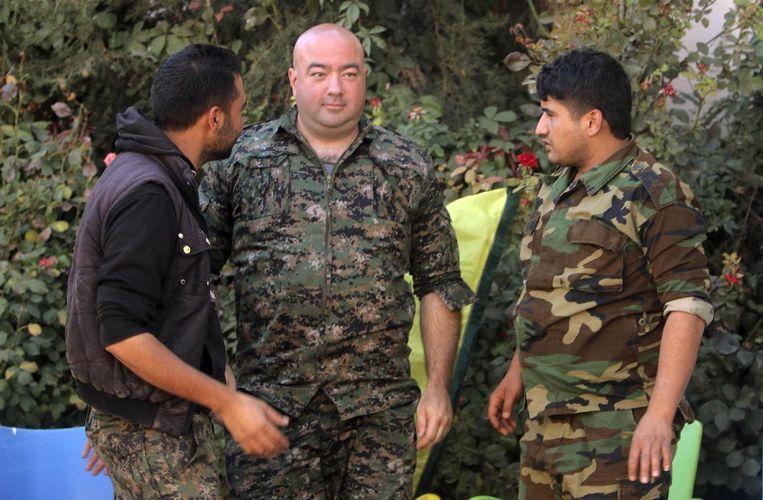 Brian Wilson (centraal) die zich heeft aangesloten bij de YPG. Beeld reuters