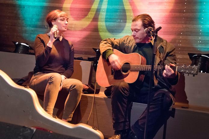 Het Belgische countryduo Eriksson Delcroix tijdens het Belgisch muziekfestival Ik zie u graag.