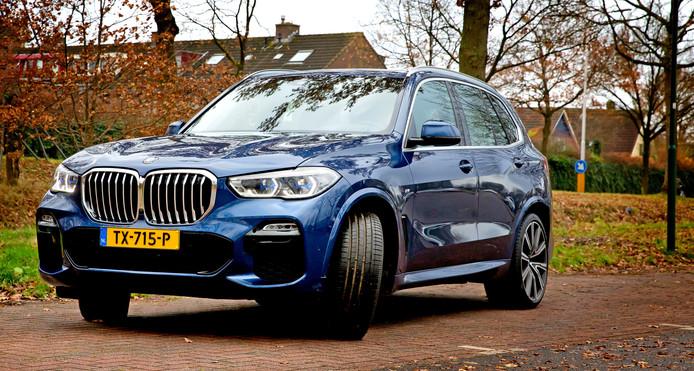 Verfijnd en geweldige rij-eigenschappen: de BMW X5 is met zijn imposante afmetingen een indrukwekkende SUV met een flink prijskaartje.