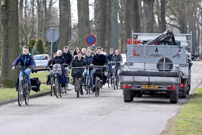 Is fietsen in Lochem - zoals hier op de Koedijk- een geweldige belevenis? De gemeente wil graag Fietsstad 2020 worden.
