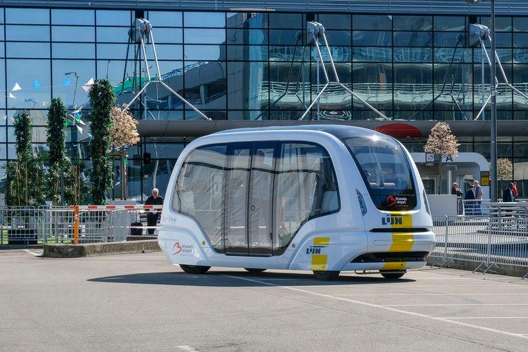 De zelfrijdende bus brengt vanaf 2021 passagiers en personeel van Brucargo naar de terminal en terug.