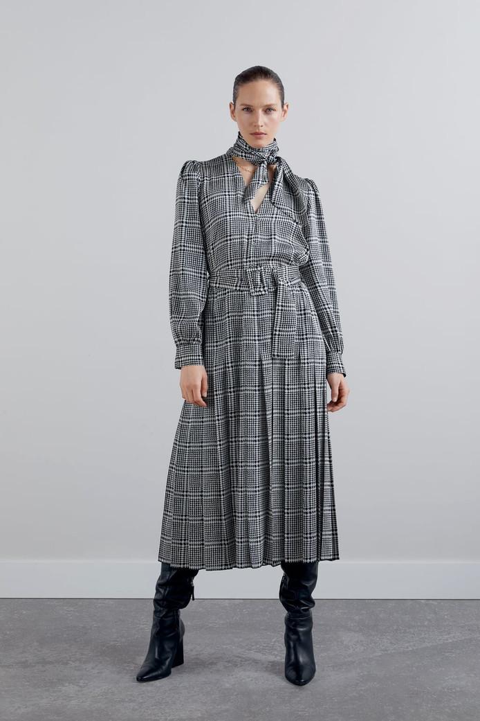 Robe imprimée avec ceinture - Prix: 39,99 euros.