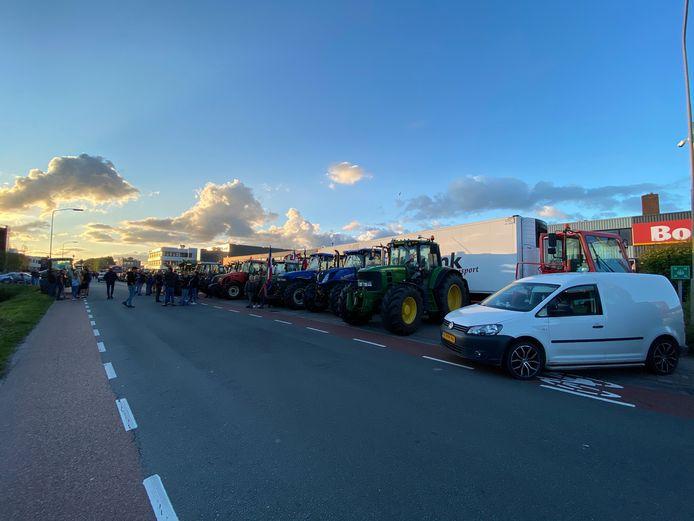 Boeren protesteren bij het distributiecentrum van de Boni in Nijkerk.