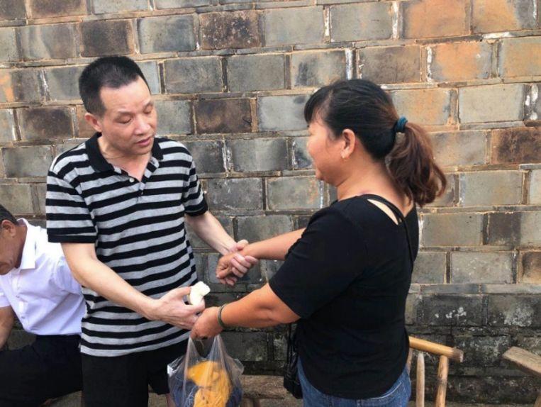 Zhang Yuhuan bij zijn vrijlating. Hij zat 27 jaar lang onschuldig opgesloten en eist een schadevergoeding.