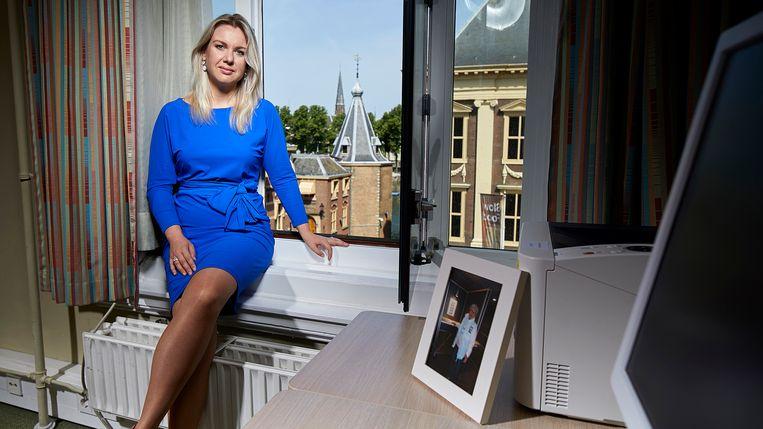 Femke Merel Arissen heeft een foto van haar PvdD-stemmende oma op haar bureau. Beeld Phil Nijhuis