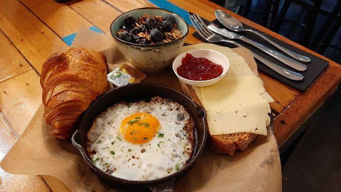 Restaurant Het Magazijn inDordrecht geeft gratis ontbijtjes weg aan personeel van het lokale Albert Schweitzer ziekenhuis.