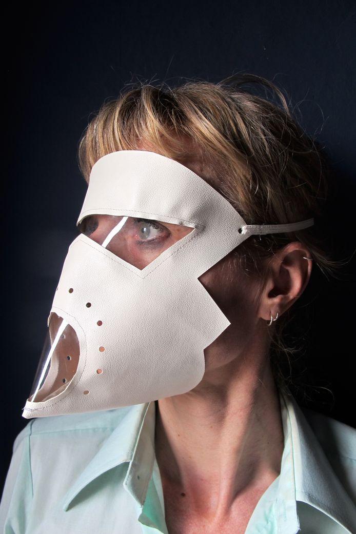 Marijke Vandekerckhove met haar eigen gezichtsmasker.