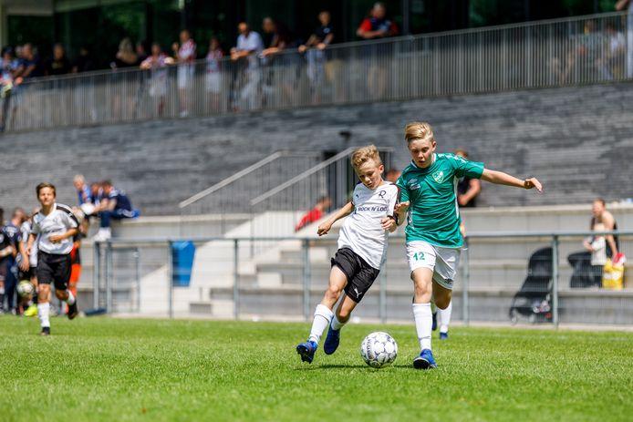 Het Zweedse Grankulla IFK Göteborg speelt op het hoofdveld van TSC tegen TSV 1860 Rosenheim uit Duitsland.