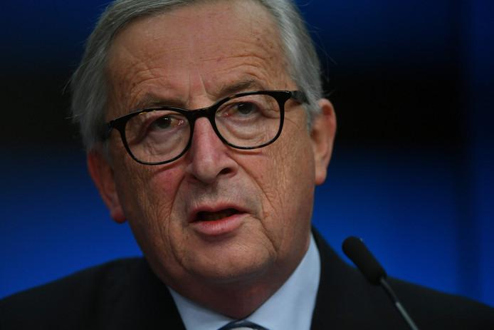 De voorzitter van de Europese Commissie, Jean-Claude Juncker, zegt dat uitgerekend de leiders die de grootste kritiek hadden op de gebrekkige bescherming van de Europese buitengrenzen zich nu niet willen committeren.