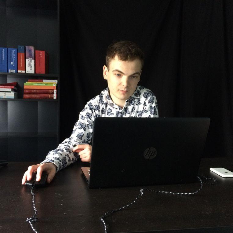 YouTuber Sven van der Meulen in zijn zelfgebouwde studio Beeld YouTuber Sven van der Meulen in zijn zelfgebouwde studio
