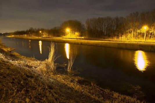 Het water aan de Schansdijk in Zevenbergen waar het lijk van de 36-jarige Claudia Oskam is gevonden.