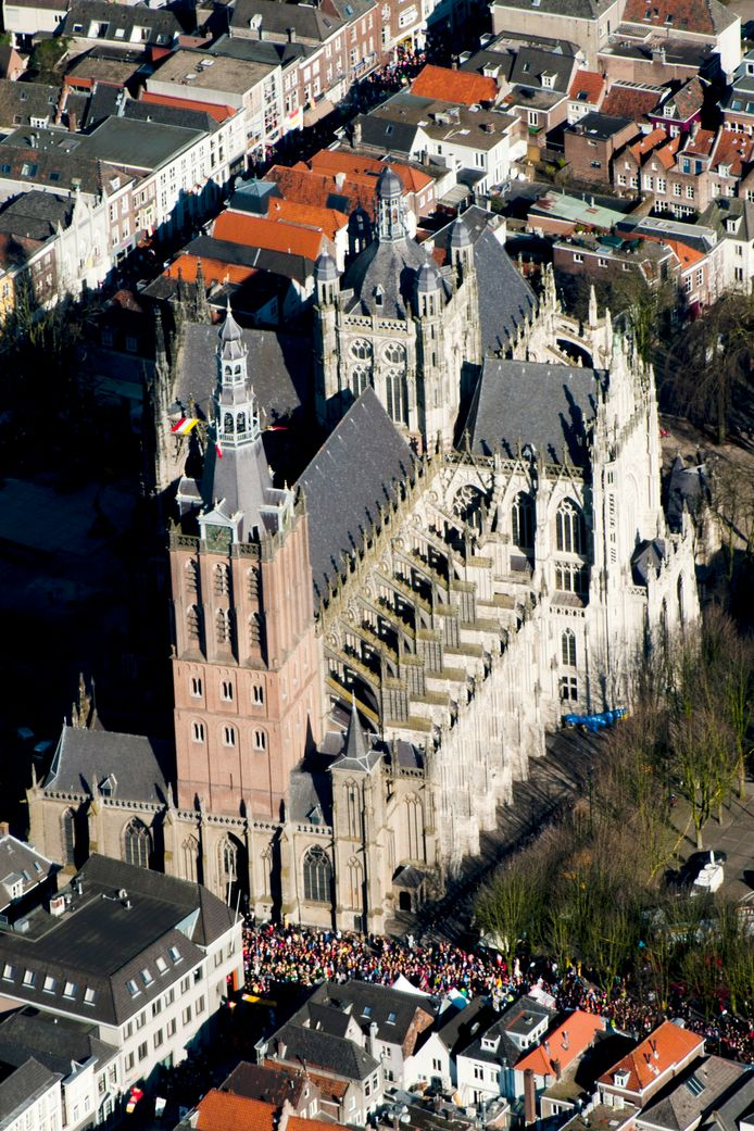 De SintJan in Den Bosch. foto Albert van den Boomen IPTCBron  Albert vd Boomen  tel.0653869848   Eindhoven  luchtfoto Den Bosch Parade St. Jan;Den Bosch